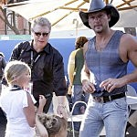 Tim McGraw And His Daughters