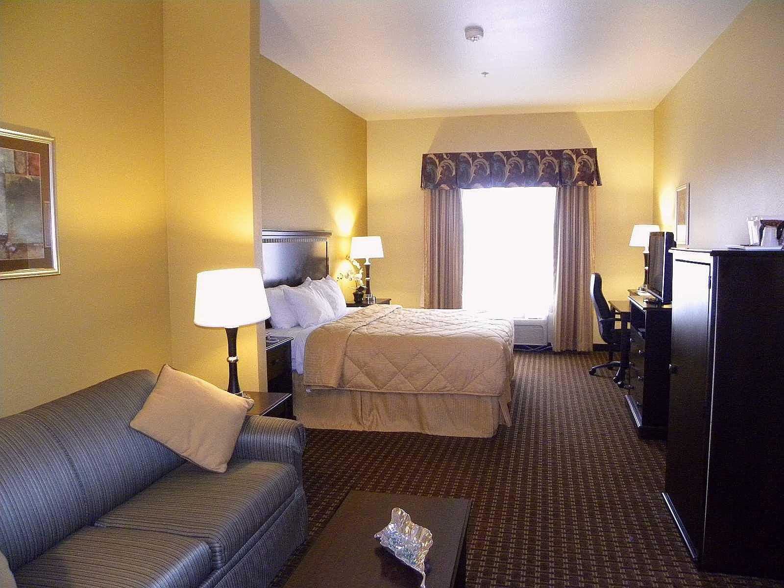 Comfort Inn Suites King size bed room