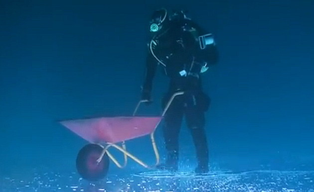 Underwater Ice Fishing Wheelbarrow