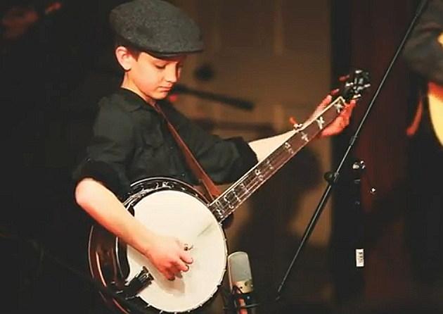 Jonny Mizzone playing banjo