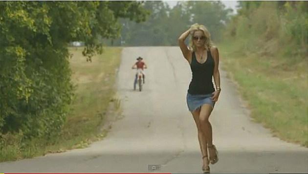 Kellie Pickler in Bucky Covington and Shooter Jennings video