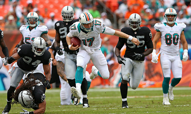 Ryan Tannehill Runs Away from the Raiders in Week 2