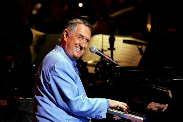 Neil Sedaka performs with the Sydney Symphony Orchestra