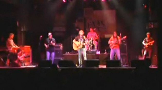 Billy Bob's Stoney Larue on stage