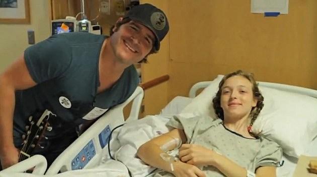 Jerrod Niemann with a patient at Vanderbilt Hospital