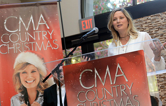 Jennifer Nettles of Sugarland, host of the 'CMA Country Christmas'