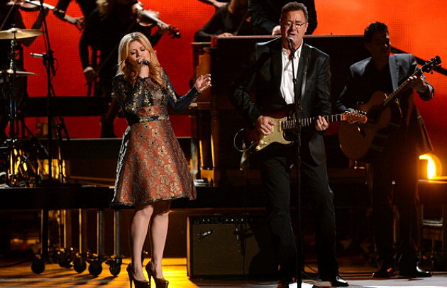 Kelly Clarkson and Vince Gill perform during the 46th annual CMA Awards