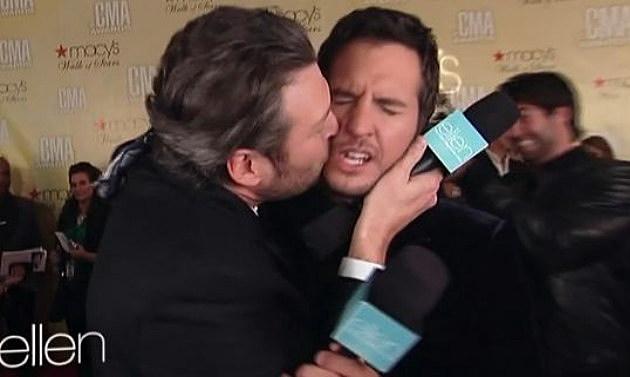 Blake kisses Luke on Ellen show
