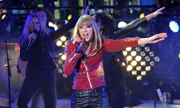 Taylor Swift performs during New Year's Eve 2013