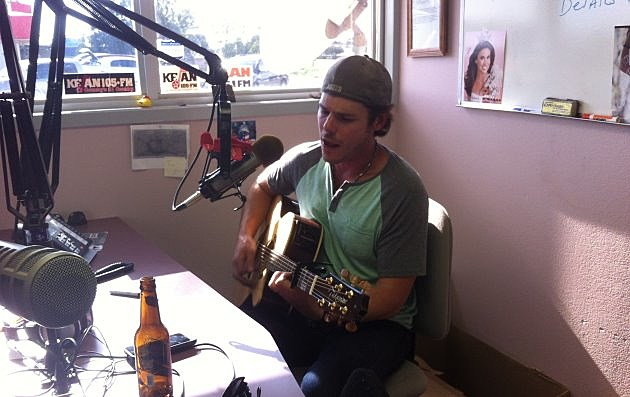 Granger Smith performs in the KEAN studio