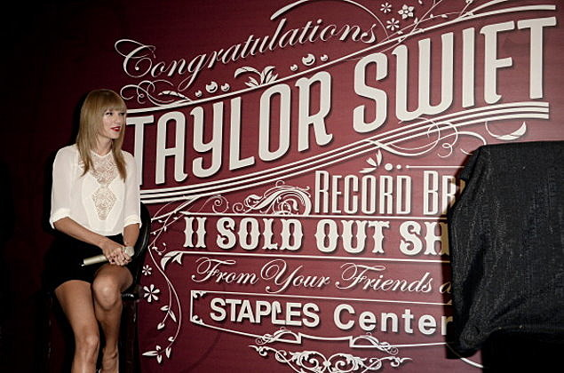 Taylor Swift  Breaking The Record Of Solo Artist Sold-Out Shows At The Staples Center