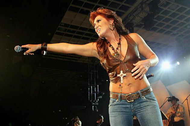 Jo Dee Messina sings on stage