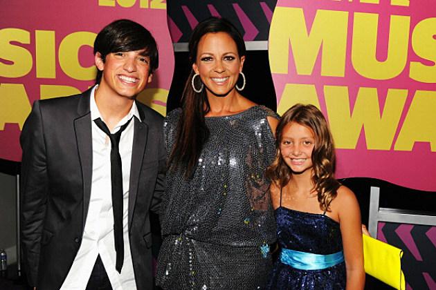 Sara Evans and her kids