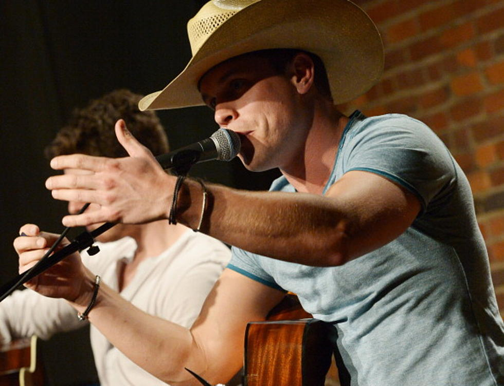 Dustin Lynch Covers Bruno Mars Just The Way You Are